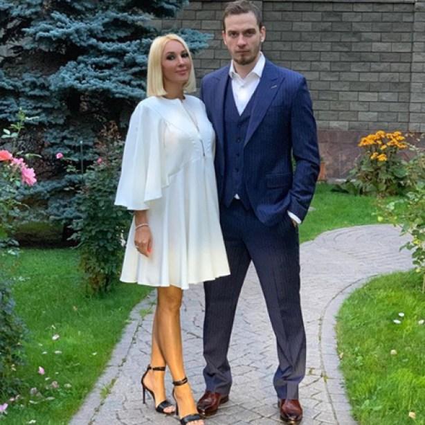 """""""Пусть идет"""": Кудрявцева рассказала, как отпускает молодого мужа к любовнице"""