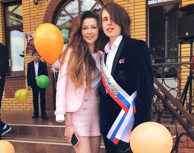 Красивый парень. 20-летний сын Заворотнюк сменил имидж и стал больше похож на мать