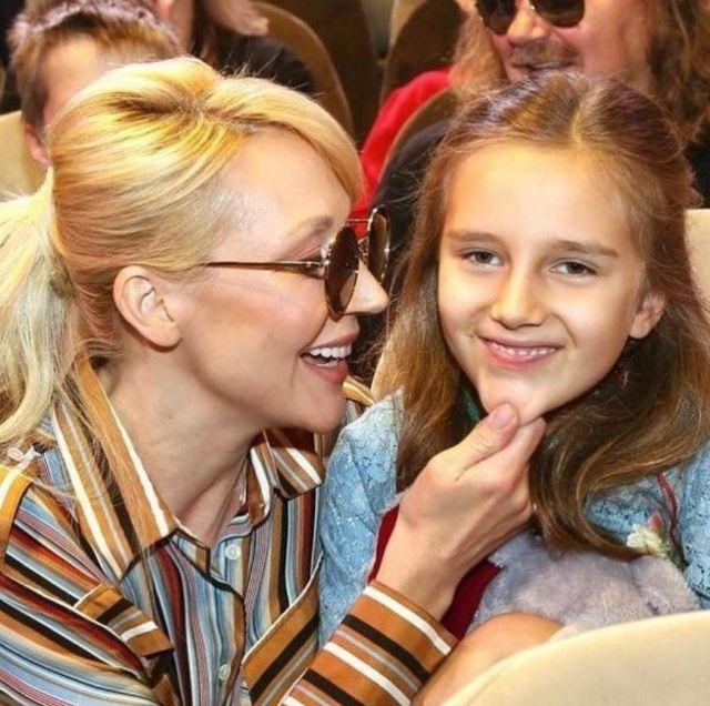 """""""За уши"""" тащит на сцену! Кристина Орбакайте хочет сделать из дочери настоящую звезду"""