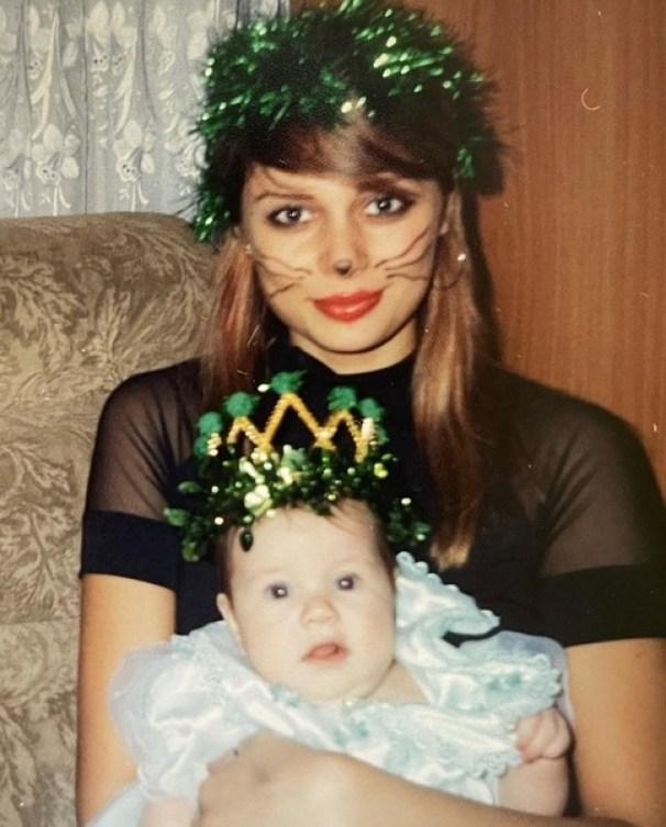 Шатенка с челкой. Рудова показала какой была в 20 лет. Сейчас она намного моложе выглядит