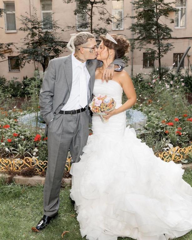 Каравай, старенькая иномарка, выкуп невесты. Свадьба Моргенштерна как в 90-х