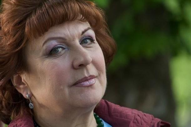 Глубоко старушка. 67-летнюю поседевшую Кравченко с трудом узнать на новом фото