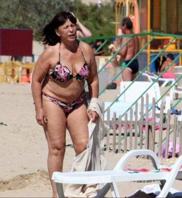 Комочки, висящие формы и лишние кг. 74-летняя Варлей на отдыхе заставила себя обсудить