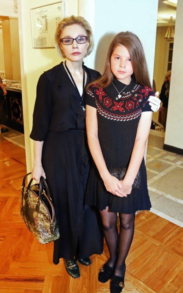 Взрослая светская львица. 15-летняя дочь Табакова произвела впечатление на новом фото