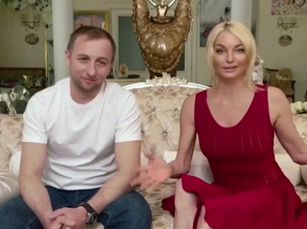 """""""Он самый лучший"""": Волочкова сразу показала лицо 38-летнего нового бойфренда"""