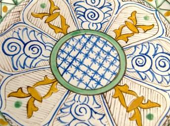 Detalle de plato decorado