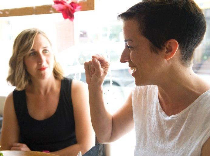 Ana y Waldesca durante la entrevista
