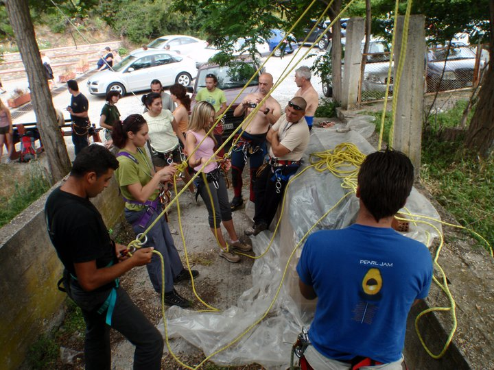 """Εκπαίδευση μελών του Πρωτέα και του Χείρωνα στο Canyoning _ Φαράγγι """"Αγία Κόρη"""" Ολύμπου"""