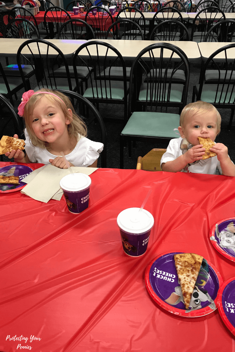Chuck E Cheese pizza with kids at Birthday party