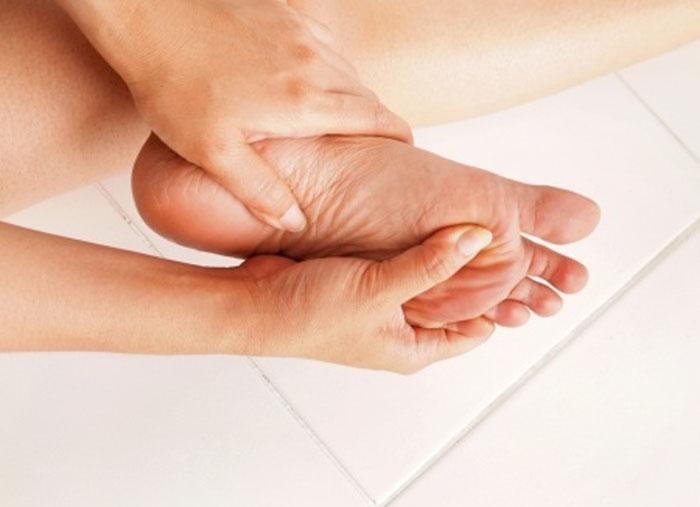 女性のむくみや貧血の解消と、たんぱく質不足との関係