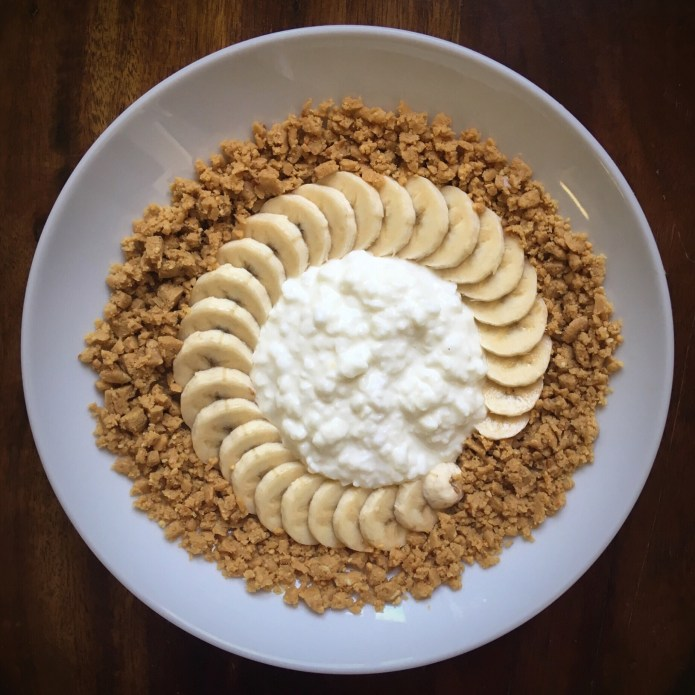 Cottage Cheese with Banana, and Peanut Butter Perfect Bar / Protein Bar