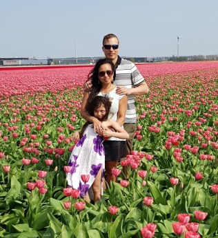 karlo-wife-and-daughter-at-a-tulp-field.jpg