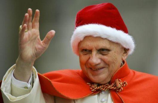 Benedicto XVI luce el camauro