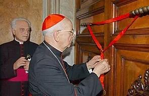 Sellando la cámara del Papa