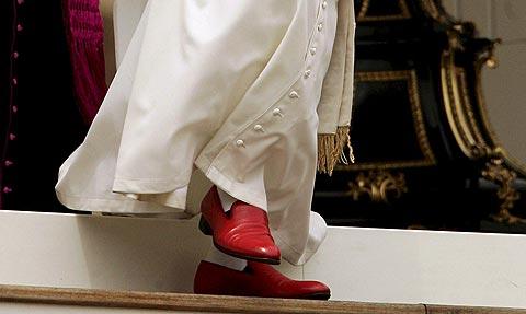 Los famosos zaptos rojos de Benedicto XVI
