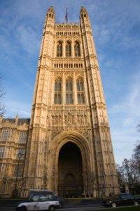 10644392-londres-victoria-tower-se-encuentra-en-la-camara-de-los-lores-final-del-palacio-de-westminster
