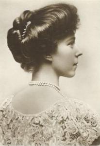 Elizabeth de Baviera, reina de Belgica y Albert I, padres de Leopoldo III, a su vez abuelos paternos de Albert II.2