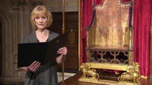 La poetisa Carol Ann Duffy leyendo una composición preparada para la ocasión