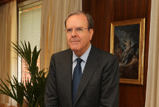 Ecxmo. Sr. Secretario General de la Casa de SM D. Alfonso Sanz Portolés
