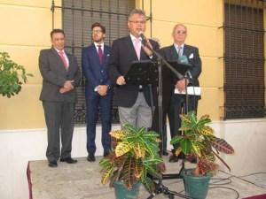 El alcalde se dirige a los presentes