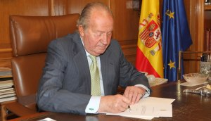 El rey firma la notificación al gobierno