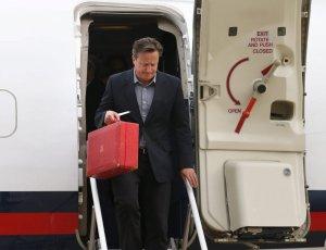 Cameron y su maletín