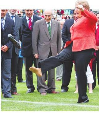 Bachelet pierde zapato
