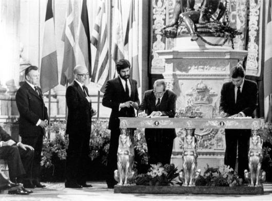 firma en Palacio Real