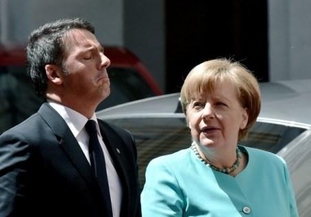 Italy+Prime+Minister+Matteo+Renzi+Holds+Talks+uMLwYxU0ktOl