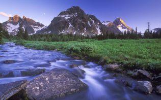 Magog Creek and Naiset Point, Mount Assiniboine Provincial Park/Anse Magog et mont Naiset Point, parc provincial du mont Assiniboine, British Columbia/Colombie-Britannique