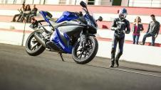 2014-Yamaha-YZF-R125-EU-Race-Blu-Static-004