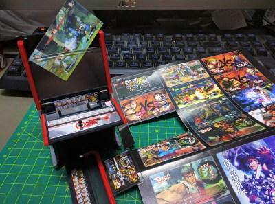 附有多種遊戲畫面的硬卡