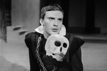 Jean-Louis Trintignant dans Hamlet