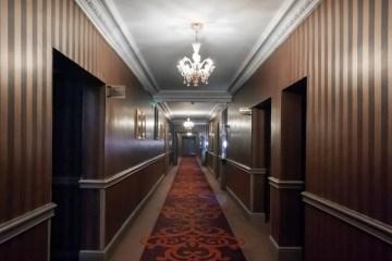Vue d'un couloir du grand hôtel de Cabourg