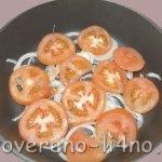 kotlety-vykladyvaem-na-sloi-luka-pomidor
