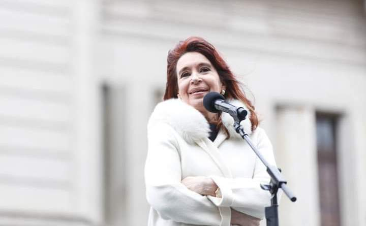 CFK: «Vamos a salir con la vacuna, vamos a volver a ser felices»