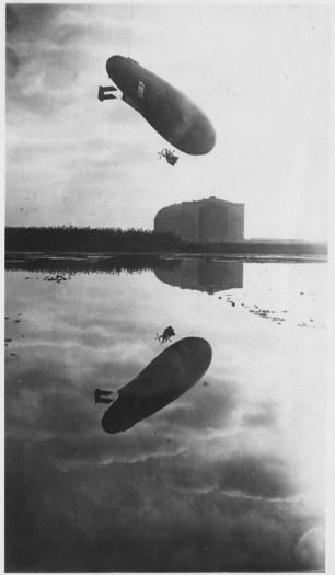 L'hangar in una foto artistica che ci ricorda come l'areoscalo fosse stato realizzato in una zona paludosa- data imprecisata