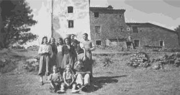 Foto ricordo davanti alla Torre di sant'Alluccio