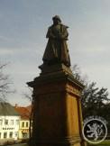 Čáslavské náměstí zdobí socha jednoho z našich největších vojevůdců.