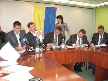 Політичні партії та громадські організації краю спільно заявляють: «Харківським угодам – ні!» (фото)