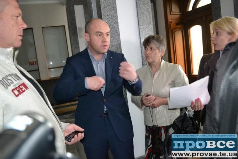 Як мер Тернополя три дні дурив мешканців заваленого будинку на вулиці Крушельницької