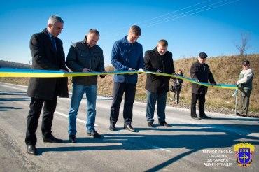 """Хто відповість за ремонт дороги, яка """"полетіла"""" за 8 місяців?"""