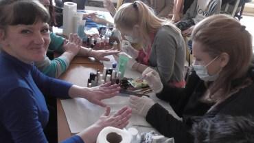 Засудженим жінкам Збаразької виправної колонії проведено майстер-клас по догляду за волоссям, шкірою та з художнього розпису хною