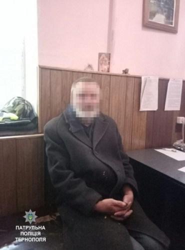 Патрульні впіймали злодія із Підгороднього, який спав у центрі Тернополя в кущах