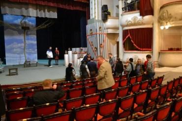 """Скандал у театрі: як """"комісари"""" облради аналізували фільм """"Волинь"""" з тернопільськими акторами"""