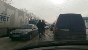 Транспортний колапс у Тернополі й досі триває