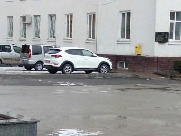 Під мерією Чорткова вже припаркували новенький джип за 725 тисяч гривень