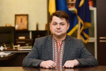 """Голова обласної ради після алкогольного скандалу й далі """"вишиває"""" Тернополем"""
