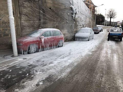 """Кількаметровий сніг """"замурував"""" будинки"""