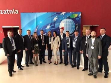 Тернопільські чиновники взяли на міжнародний конгрес до Польщі коханок?